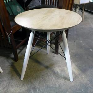 M200  White Base Table Round