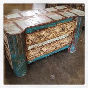 MC242-Dresser