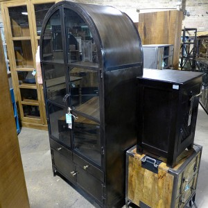VA215 Dome Top Glass Cabinet