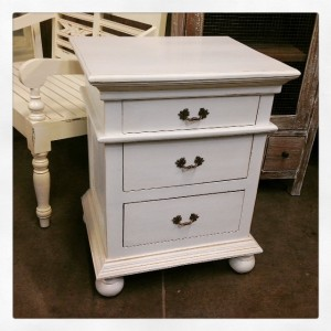 YD4941 White Side Table