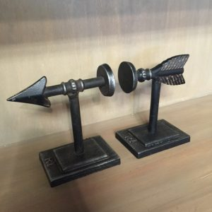 HD102_ARROWBOOKENDS