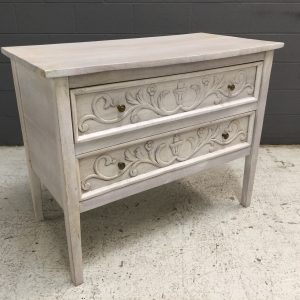 HW5002_CARVED CHEST