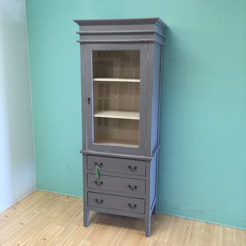 Wardrobe with Three Drawers