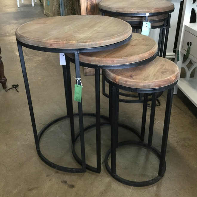 Perfect Urban Round Nesting Table