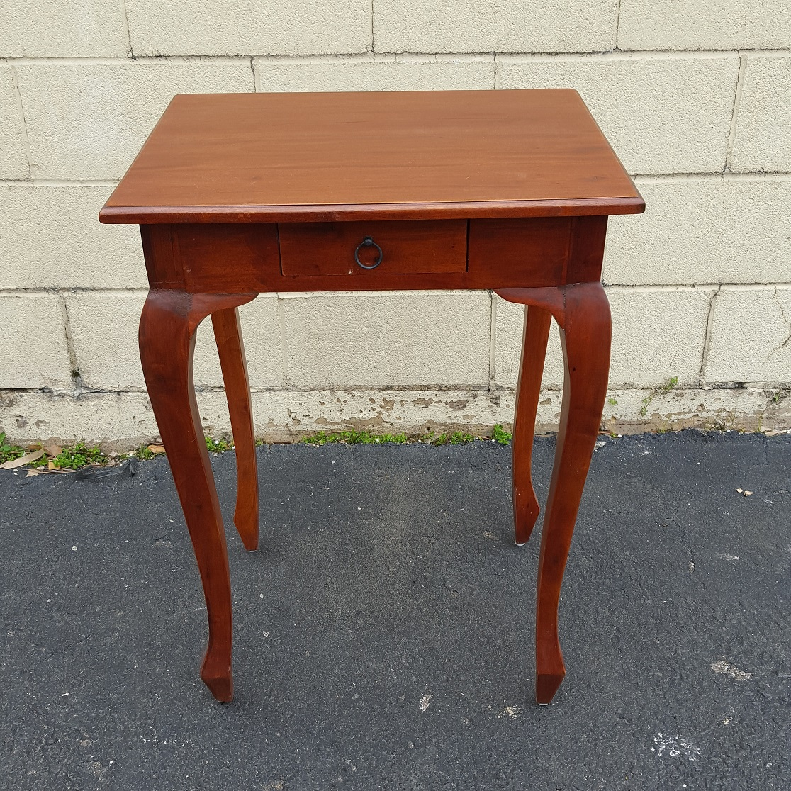 Queen Ann Sidetable.Tall Queen Anne Side Table